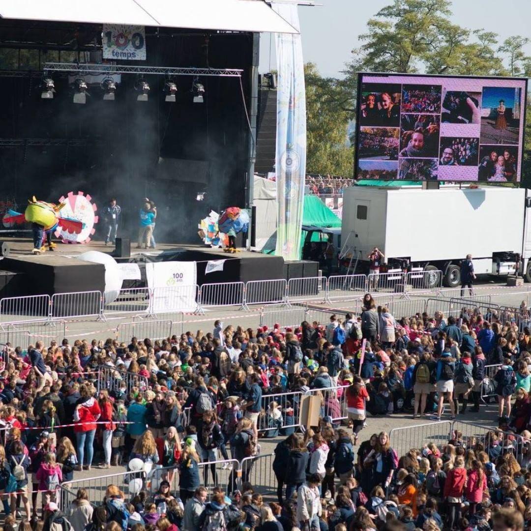 concert festival social wall