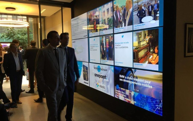 one point social wall for digital signage display